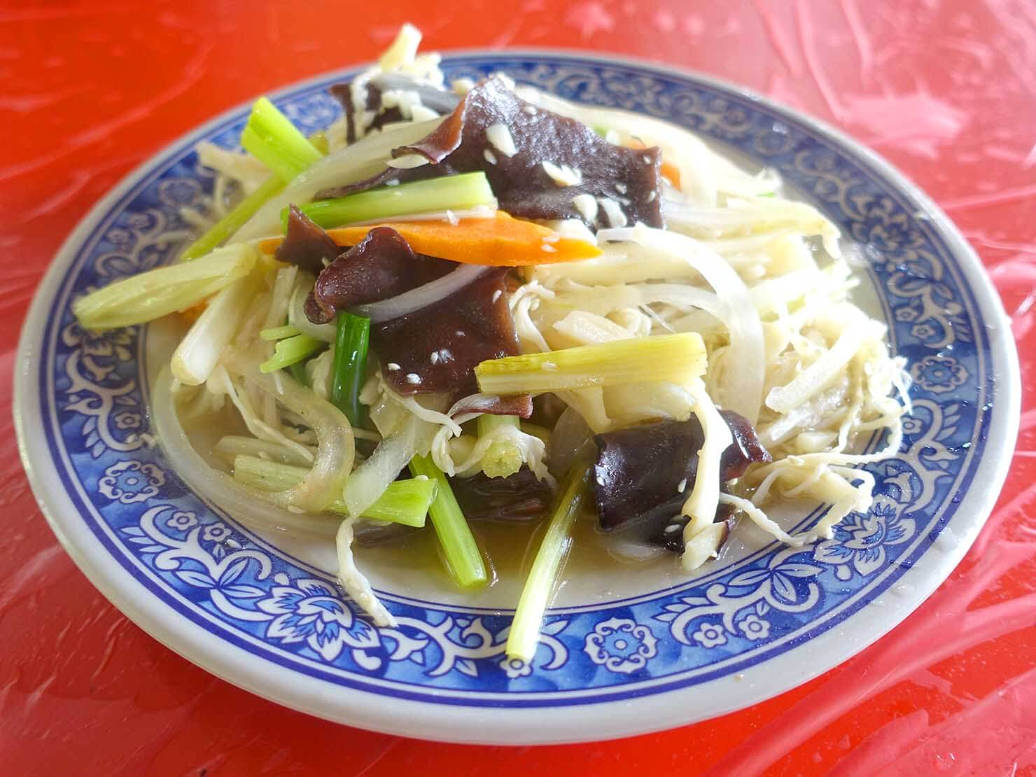 台北・陽明山のおすすめスポット「竹子湖」のレストランでいただいた檳榔花の炒めもの
