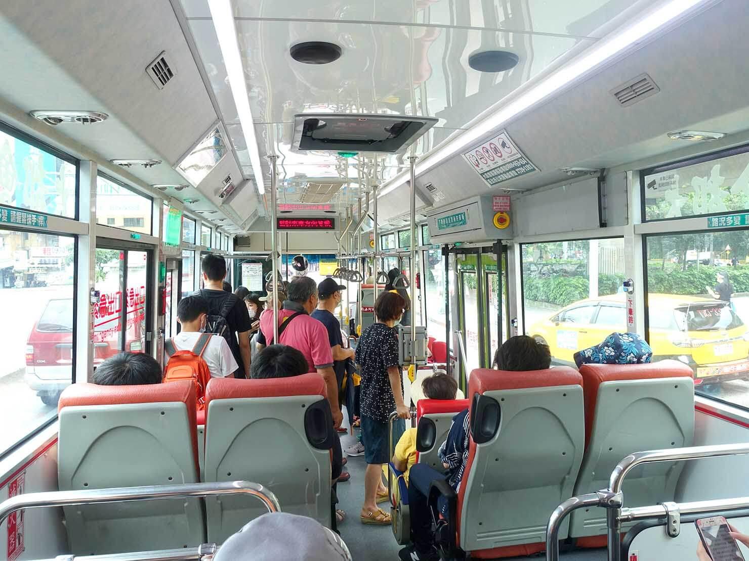 台北MRT・劍潭駅から陽明山へ向かうバス車内