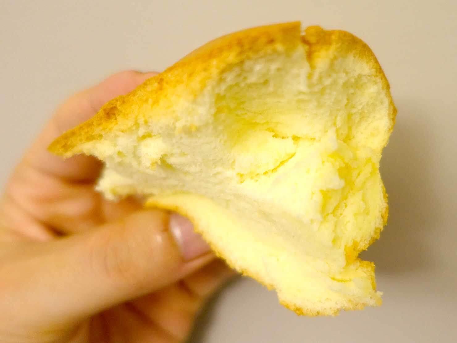 台北・淡水老街のおすすめグルメ店「緣味古早味現烤蛋糕」の原味現烤蛋糕クローズアップ