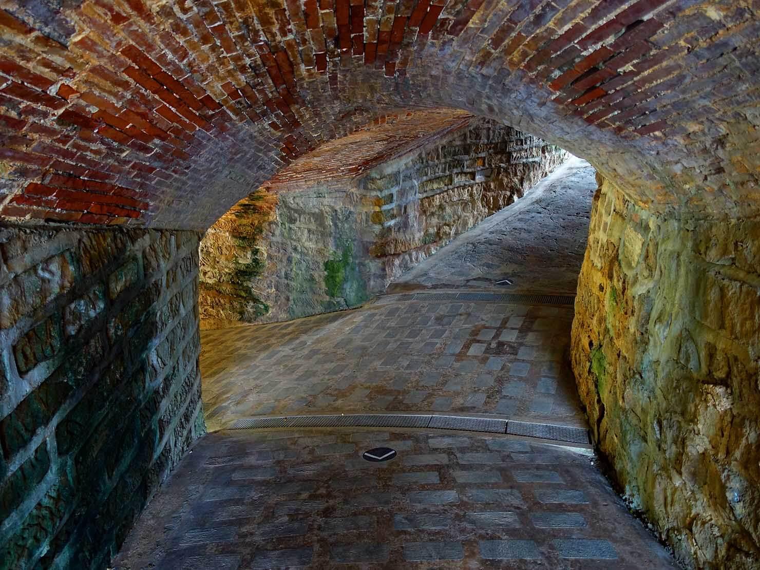 台北・淡水のおすすスポット「滬尾炮台」のトンネル