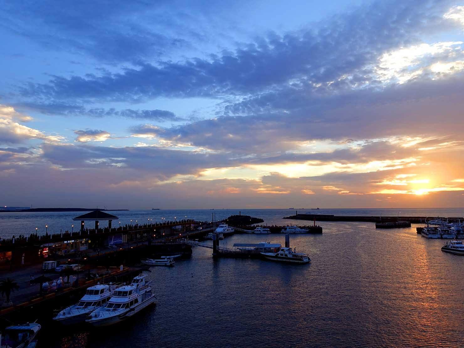 台北・淡水のおすすスポット「漁人碼頭」から眺める夕暮れの風景