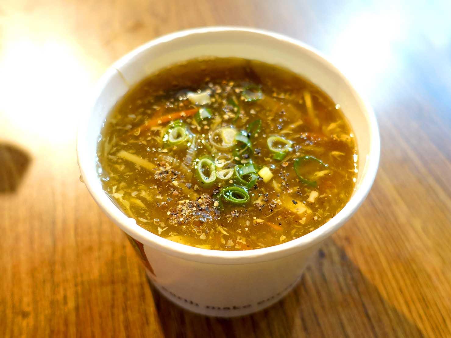 台北・西門町のおすすめグルメ店「梁山泊小籠湯包」の酸辣湯
