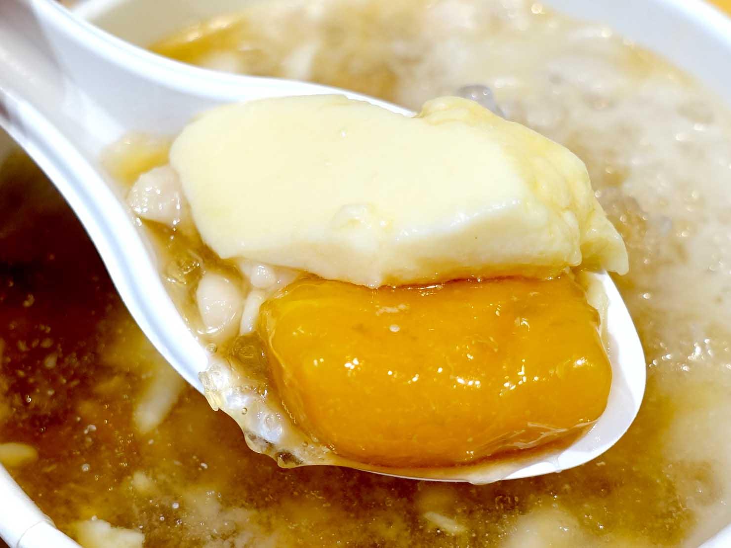 台北・西門町のおすすめデザート店「本願豆花店」の傳統嫩豆花クローズアップ