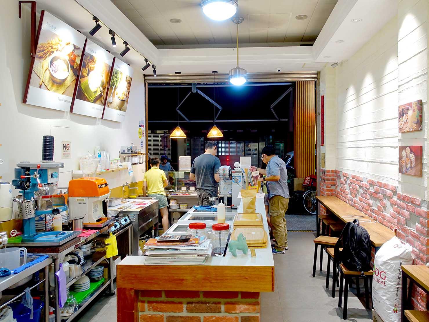 台北・西門町のおすすめデザート店「來呷甜甜品」の店内