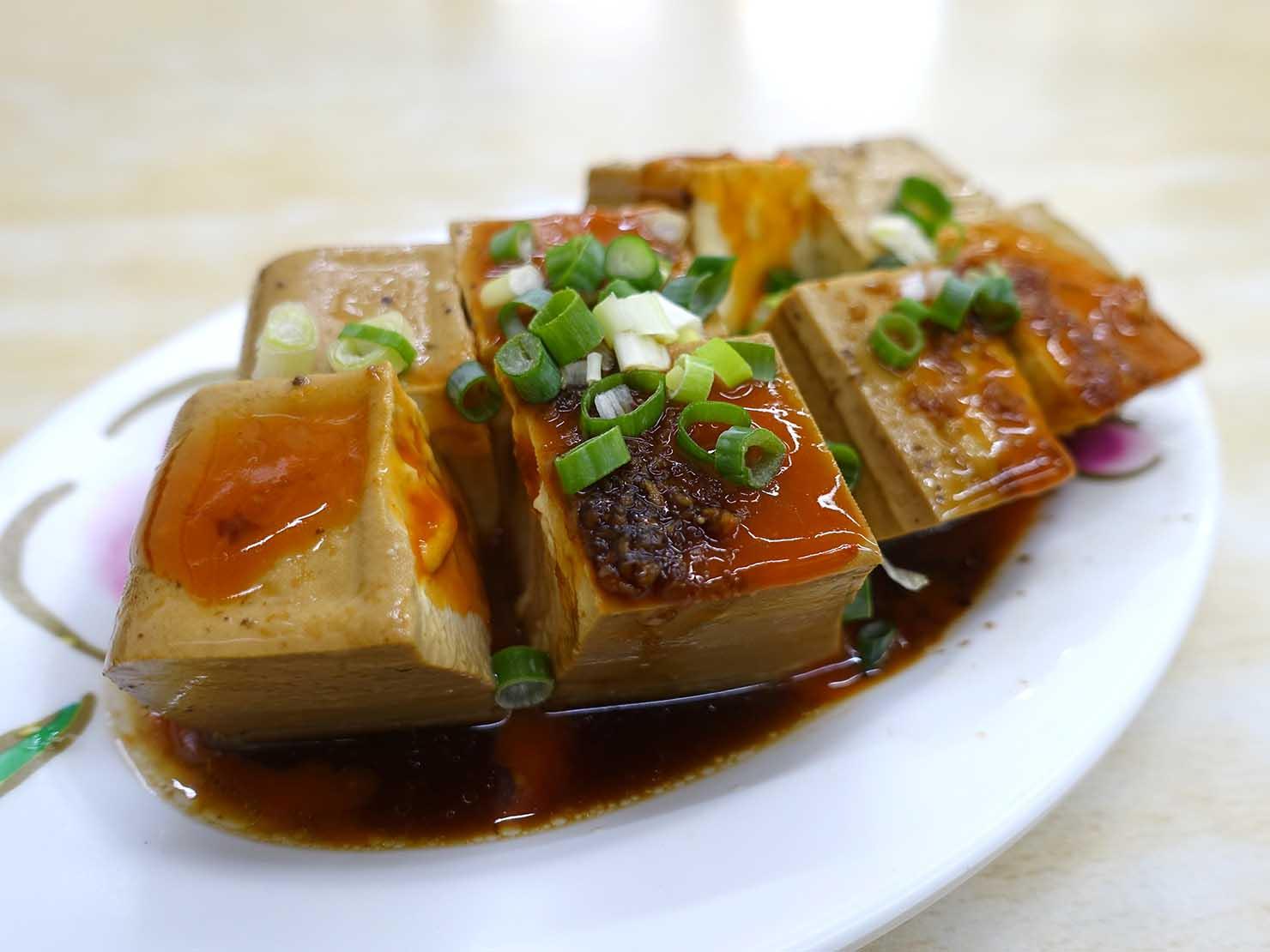 台北・西門町のおすすめグルメ店「國賓鹹粥」の魯豆腐