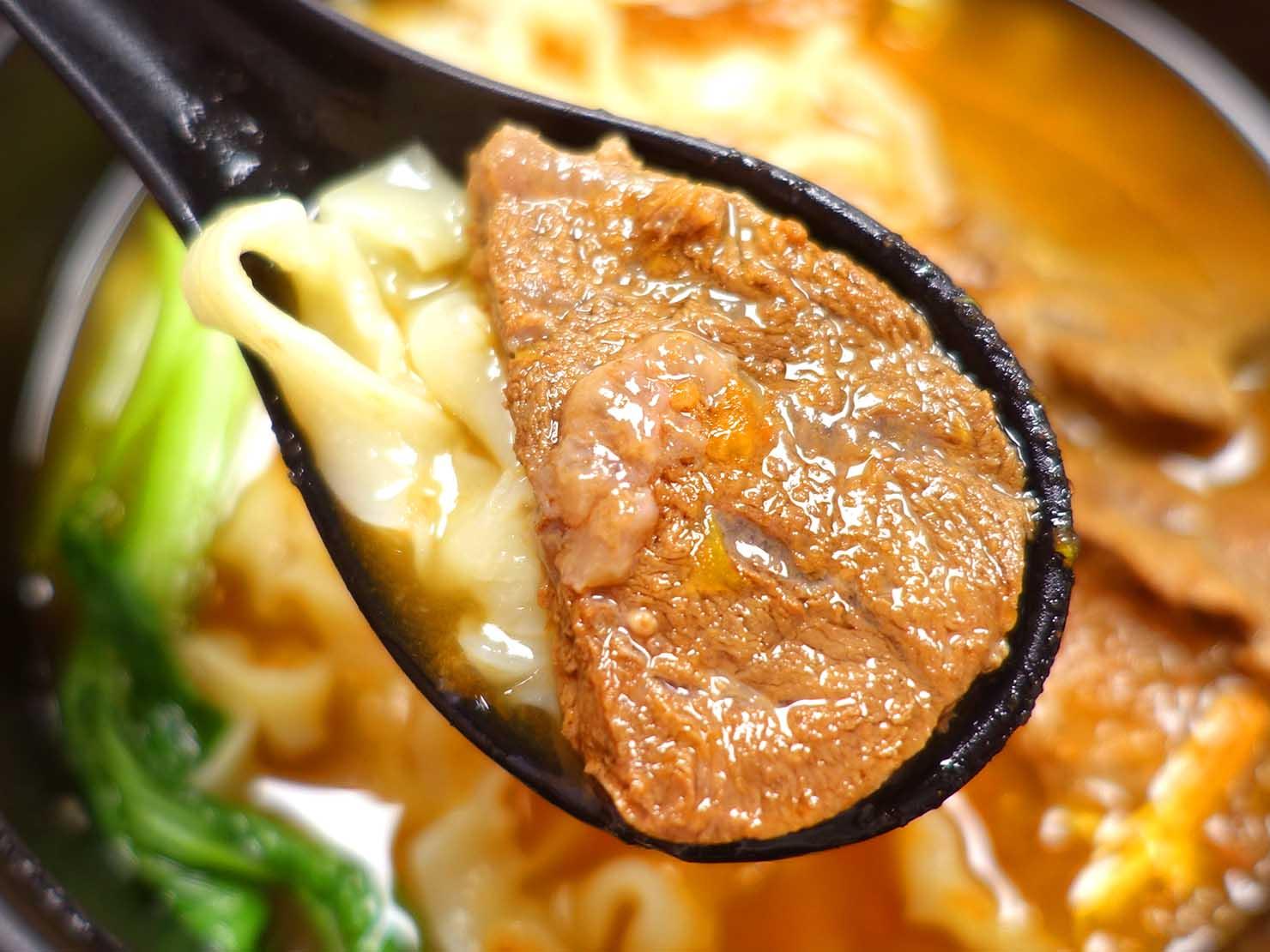 台北駅前エリア(前站)のおすすめグルメ店「初面」蕃茄牛肉麵の牛肉
