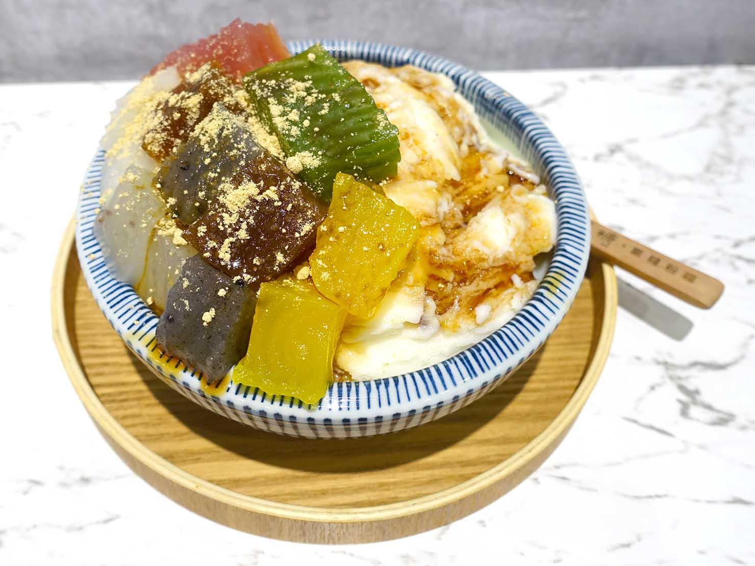 台北駅前エリア(前站)のおすすめスイーツ店「覓糖」の七彩粉粿雪花冰