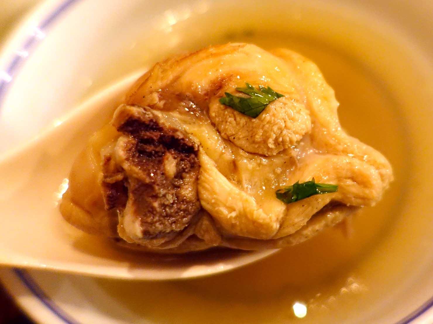 台北駅前エリア(前站)のおすすめグルメ店「話一隻雞」の招牌燉雞湯クローズアップ