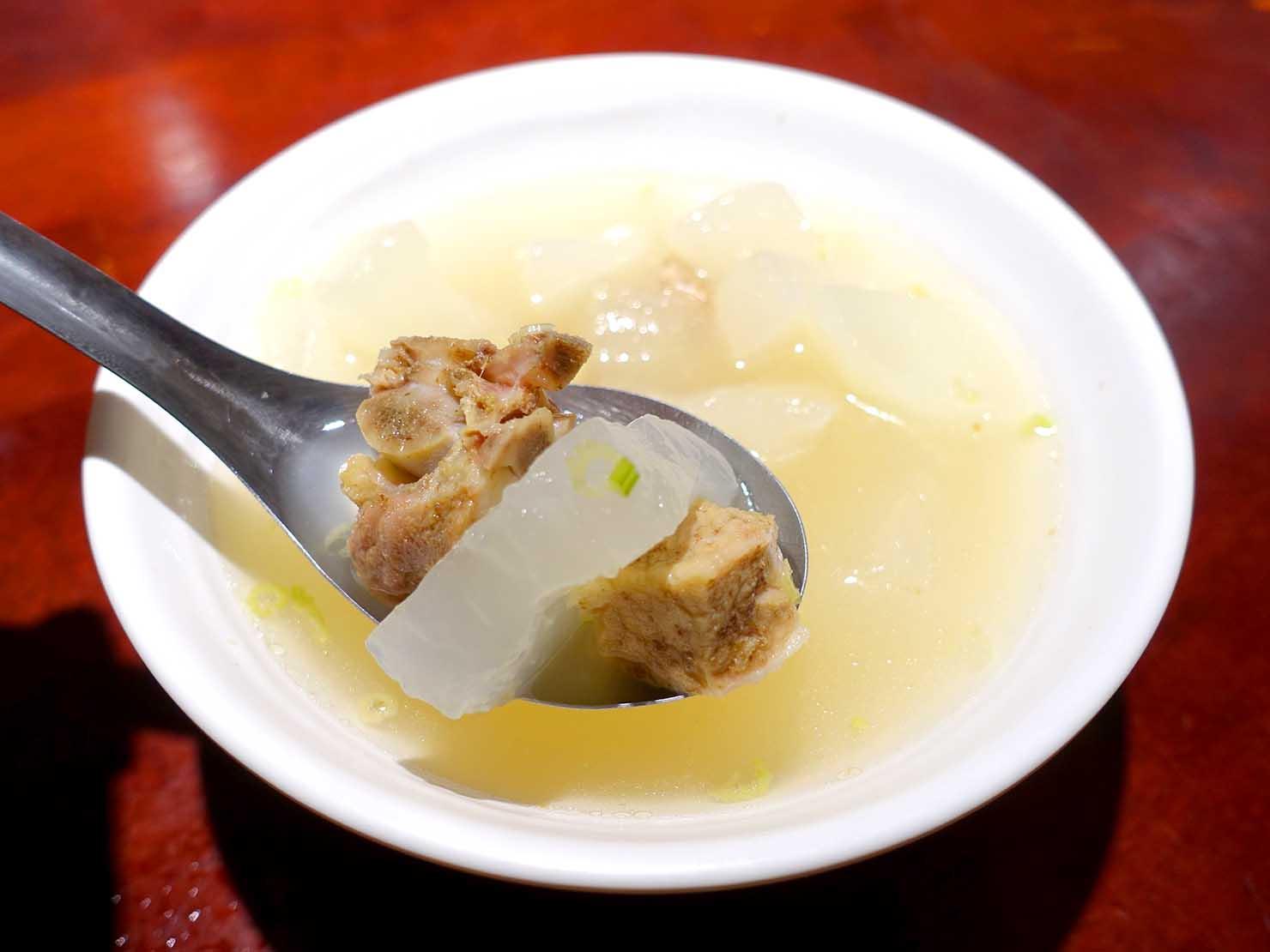 台北駅裏エリア(後站)のおすすめグルメ店「大稻埕魯肉飯」の蘿蔔排骨湯