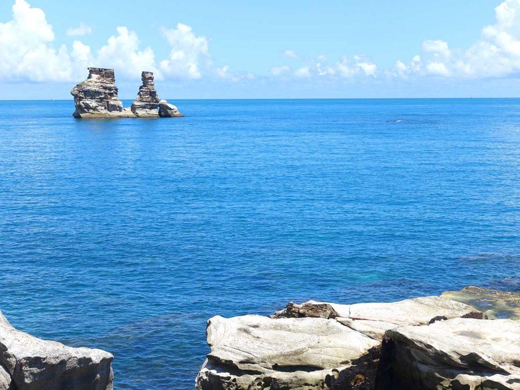 台北・金山神秘海岸から望む燭台雙嶼