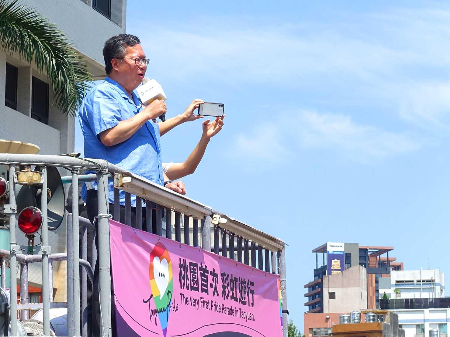 台湾・桃園のLGBTプライド「桃園彩虹野餐日」2020でスピーチをする桃園市長・鄭文燦氏