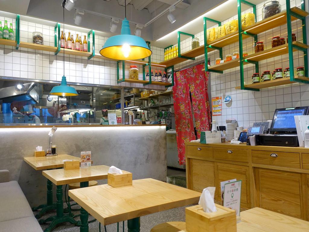 台北・西門町での朝ごはんにおすすめのグルメ店「甘妹弄堂」の店内