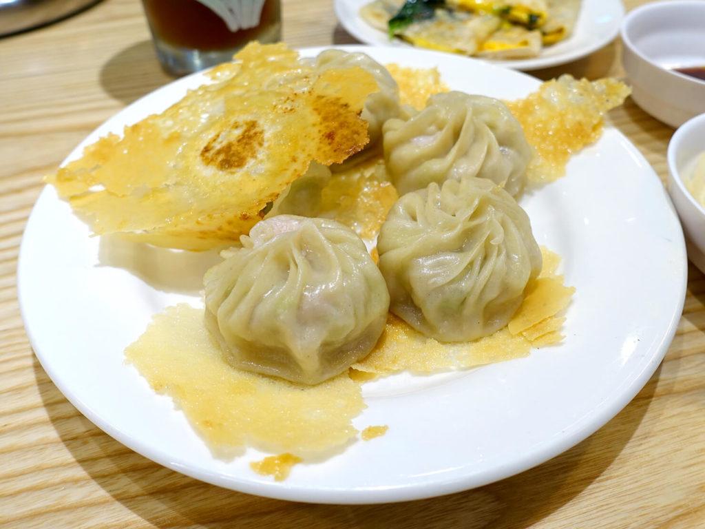 台北・西門町での朝ごはんにおすすめのグルメ店「甘妹弄堂」の韭黃鐵板湯包