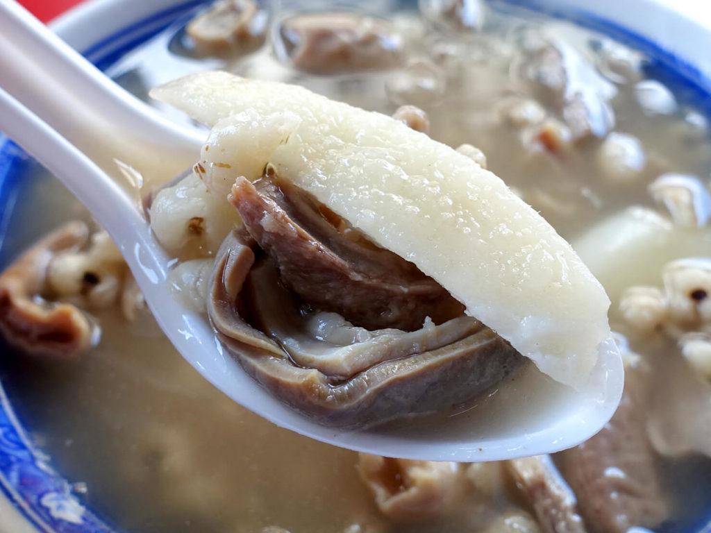 台北・西門町での朝ごはんにおすすめのグルメ店「惠安四神湯」の四神綜合湯クローズアップ