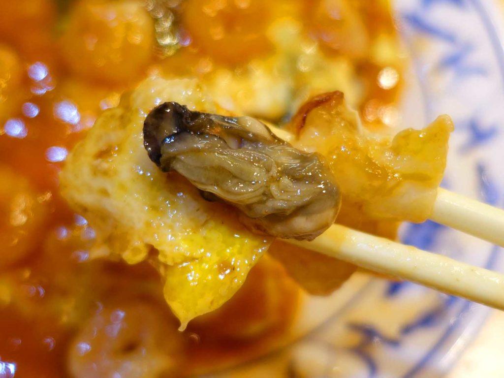台北101/世貿駅(吳興商圈)のおすすめグルメ店「圓環頂蚵仔煎」の綜合一起煎クローズアップ