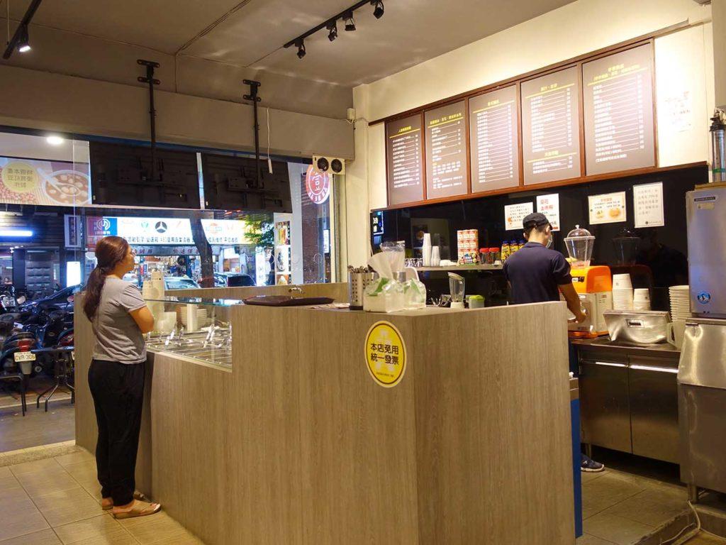 台北101/世貿駅(吳興商圈)のおすすめグルメ店「壹合冰品湯圓甜品」のカウンター