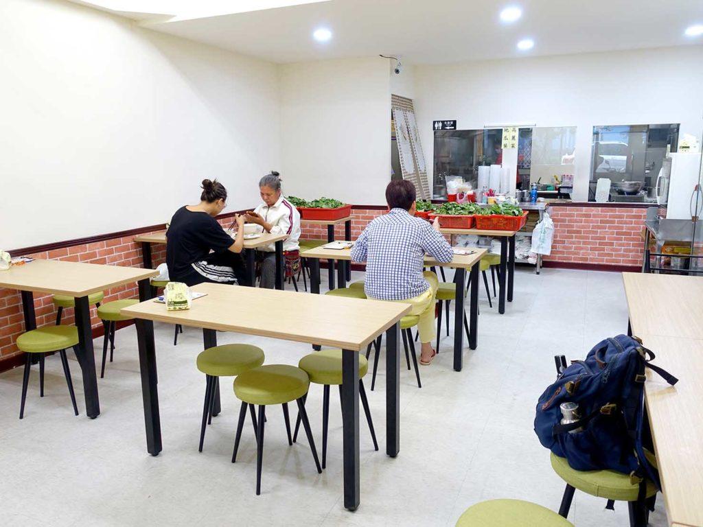 台北101/世貿駅(吳興商圈)のおすすめグルメ店「南台虱目魚之家」の店内