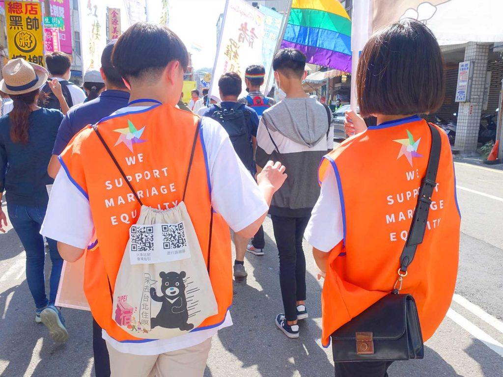 「苗栗愛轉來平權遊行」2020のパレードを歩くイベントスタッフさんたち