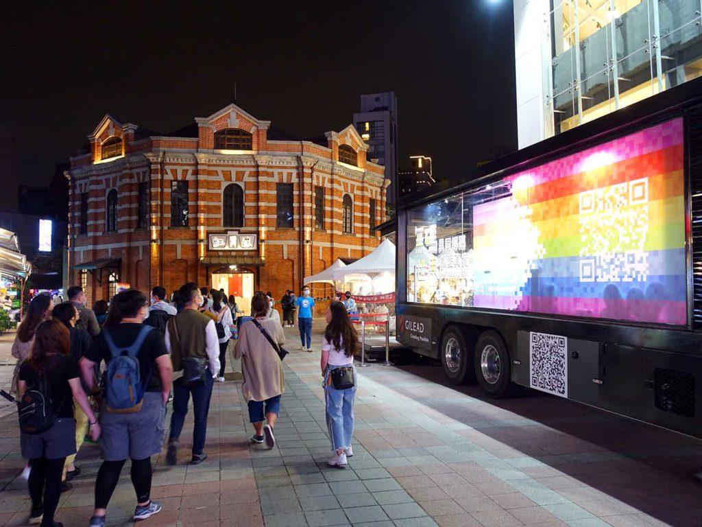 台北のLGBTスポットを巡る観光バス「Color Taipei 彩虹觀光巴士」の第3スポット・西門紅樓前