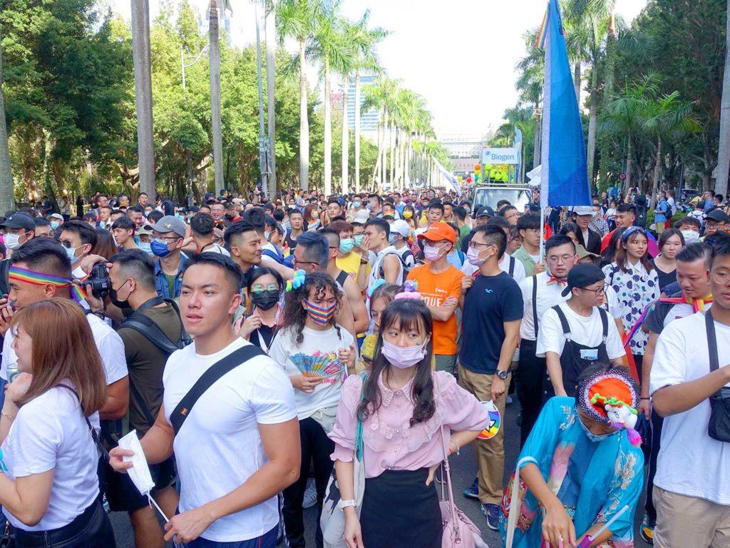 台灣同志遊行(台湾LGBTプライド)2020で市政府前広場から出発するパレード隊列