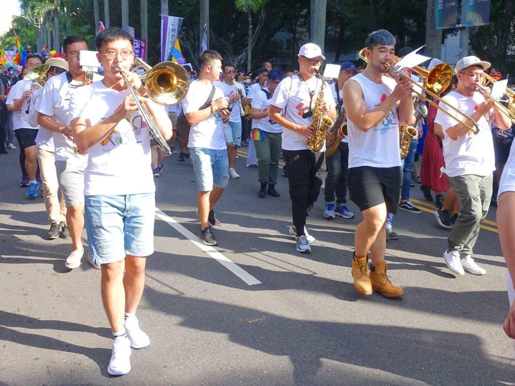 台灣同志遊行(台湾LGBTプライド)2020のパレードを歩くマーチングバンド
