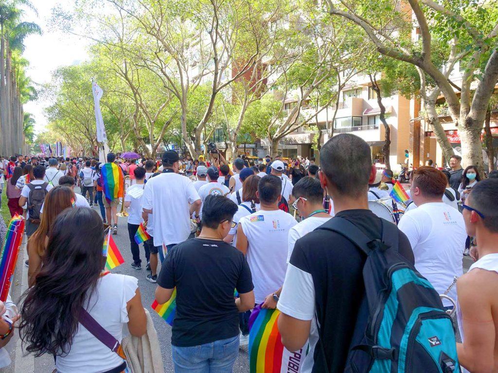 台灣同志遊行(台湾LGBTプライド)2020のパレードで仁愛路を歩くパレード隊列