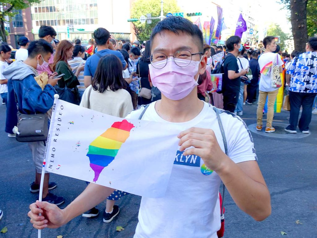 台灣同志遊行(台湾LGBTプライド)2020のパレードを歩く作者