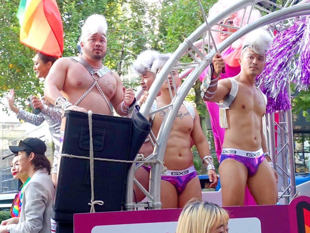 台灣同志遊行(台湾LGBTプライド)2020のパレードカーに立つGOGO