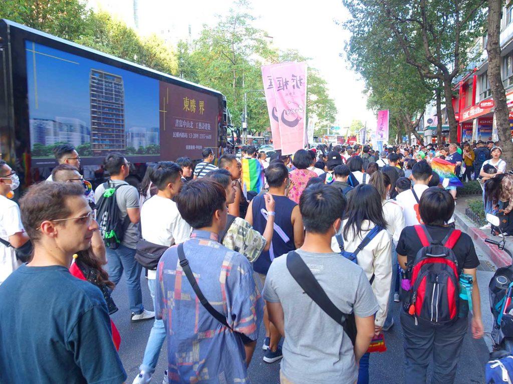 台灣同志遊行(台湾LGBTプライド)2020で忠孝東路を歩くパレード隊列