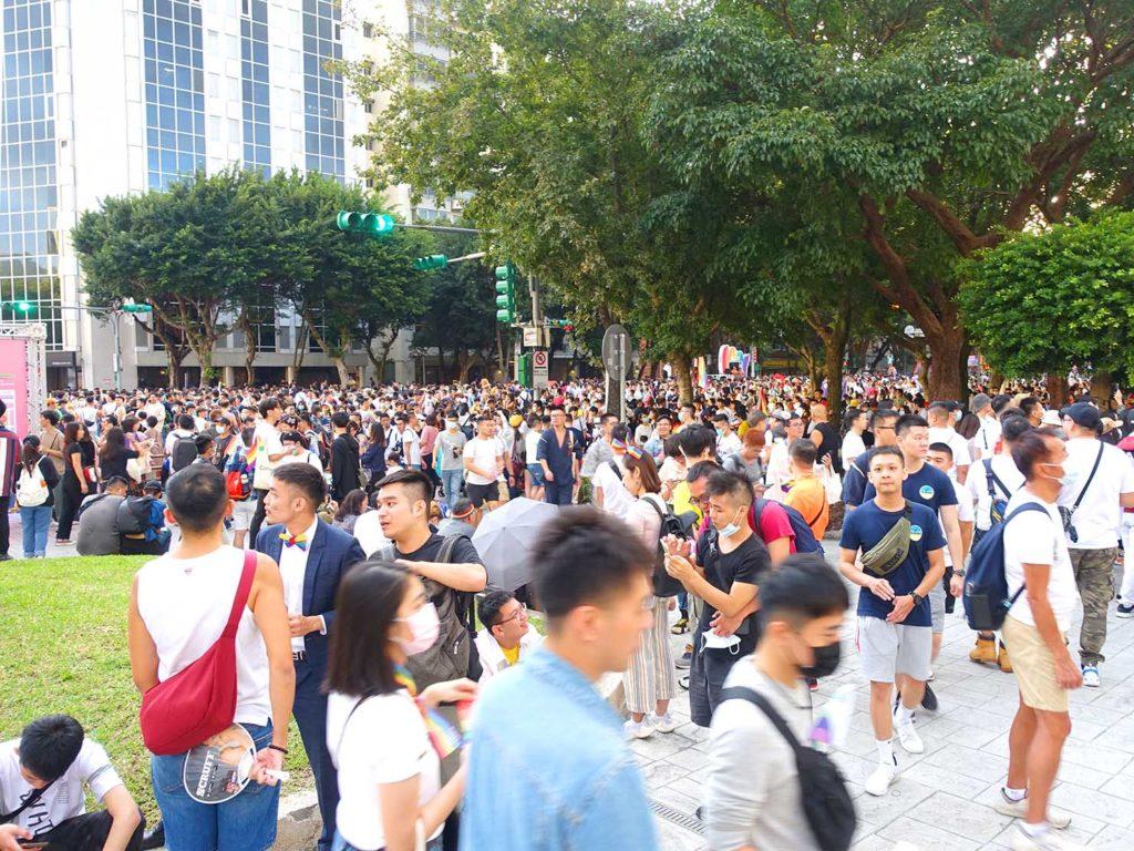 台灣同志遊行(台湾LGBTプライド)2020のゴール地点となった市政府前広場に入る参加者たち