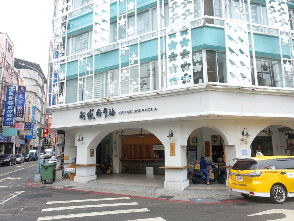 台中駅徒歩5分のおすすめホテル「新盛橋行旅」の外観(横)