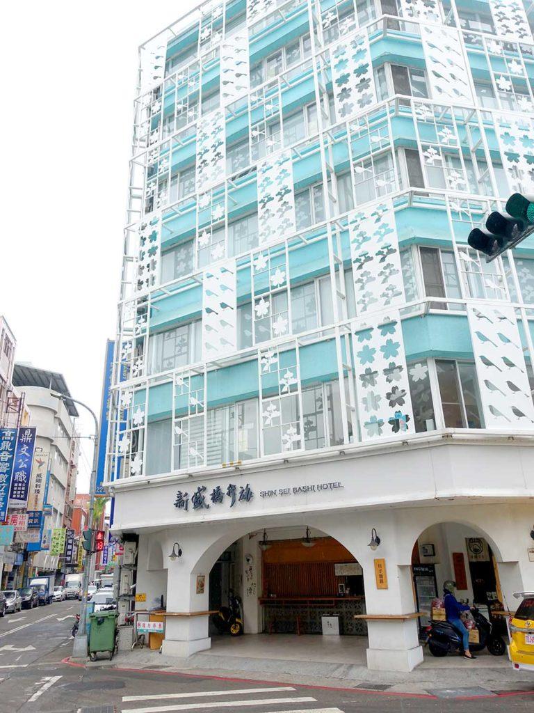 台中駅徒歩5分のおすすめホテル「新盛橋行旅」の外観(縦)