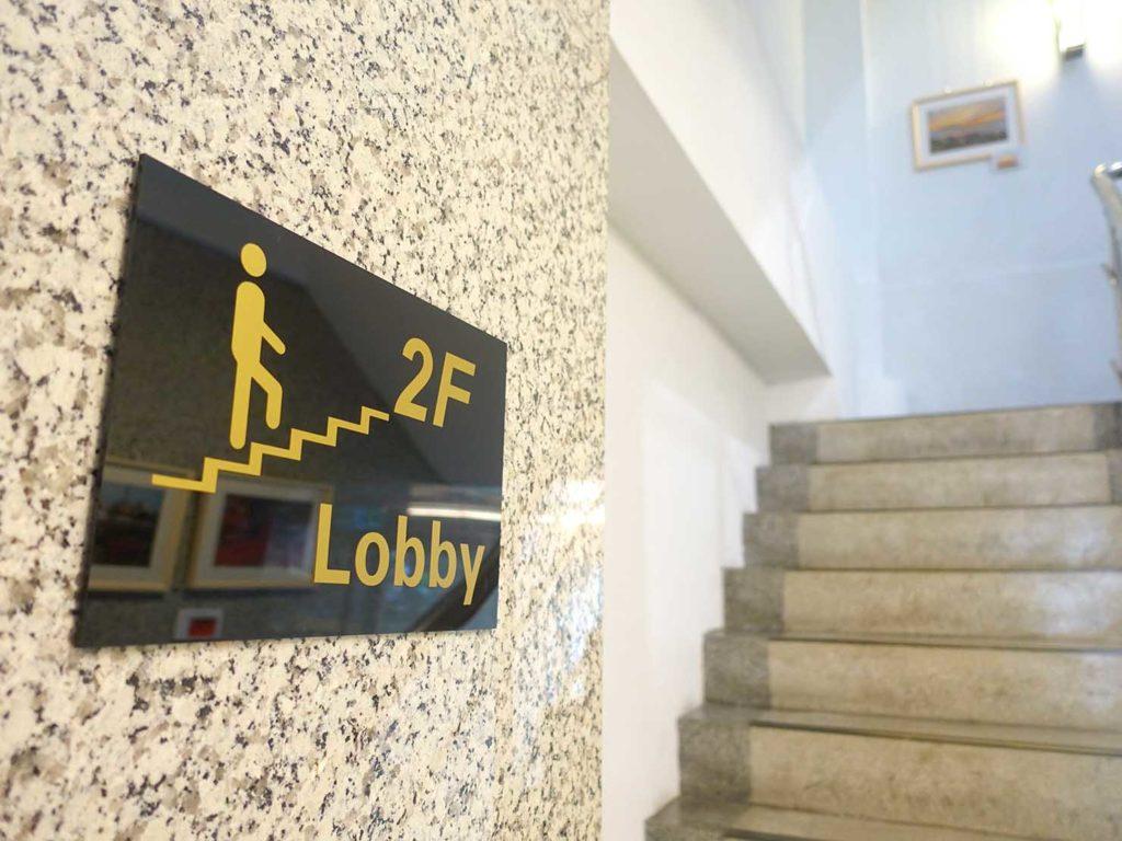 台中駅徒歩5分のおすすめホテル「新盛橋行旅」の階段