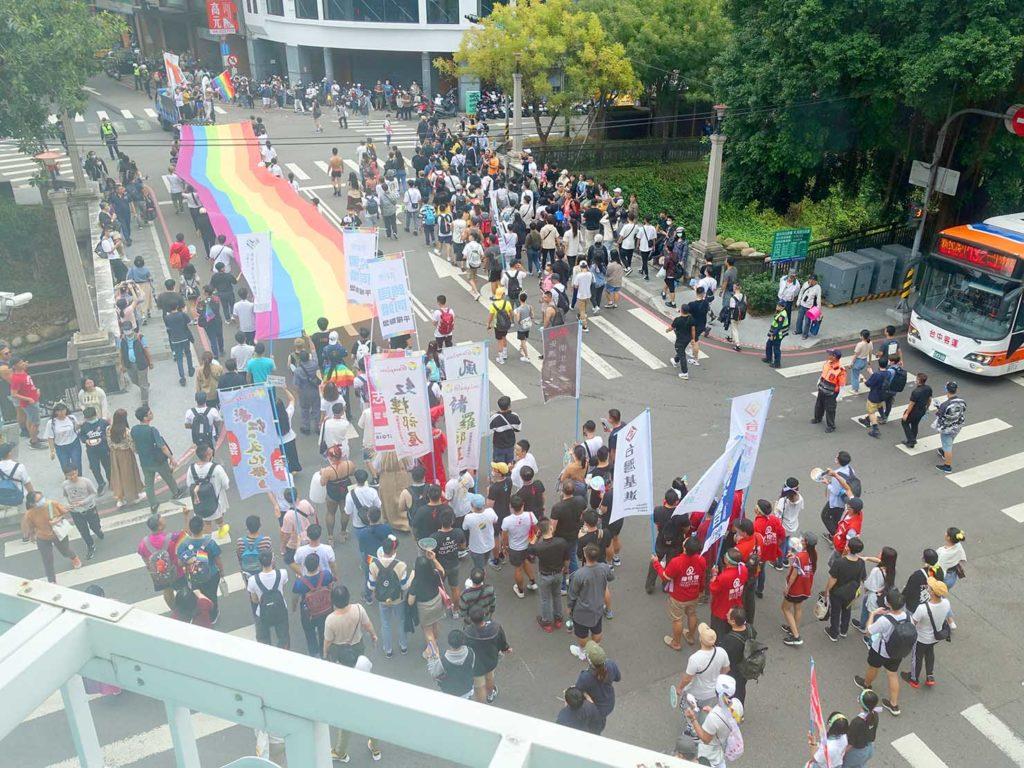 台中同志遊行(台中LGBTプライド)2020のパレード隊列を上から