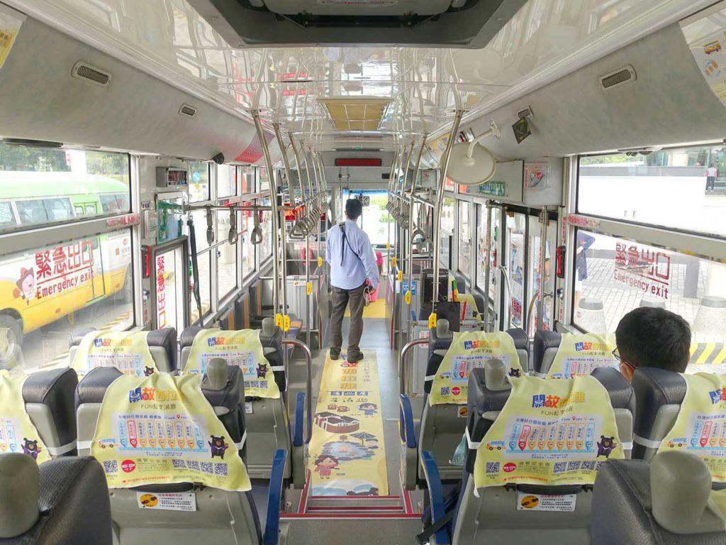 高鐵(台湾新幹線)嘉義駅に発着するバス・台灣好行-關子嶺故宮南院線の車内