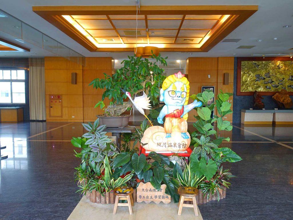 台南・關子嶺温泉のホテル「關子嶺統茂溫泉會館」のロビーに飾られた花燈