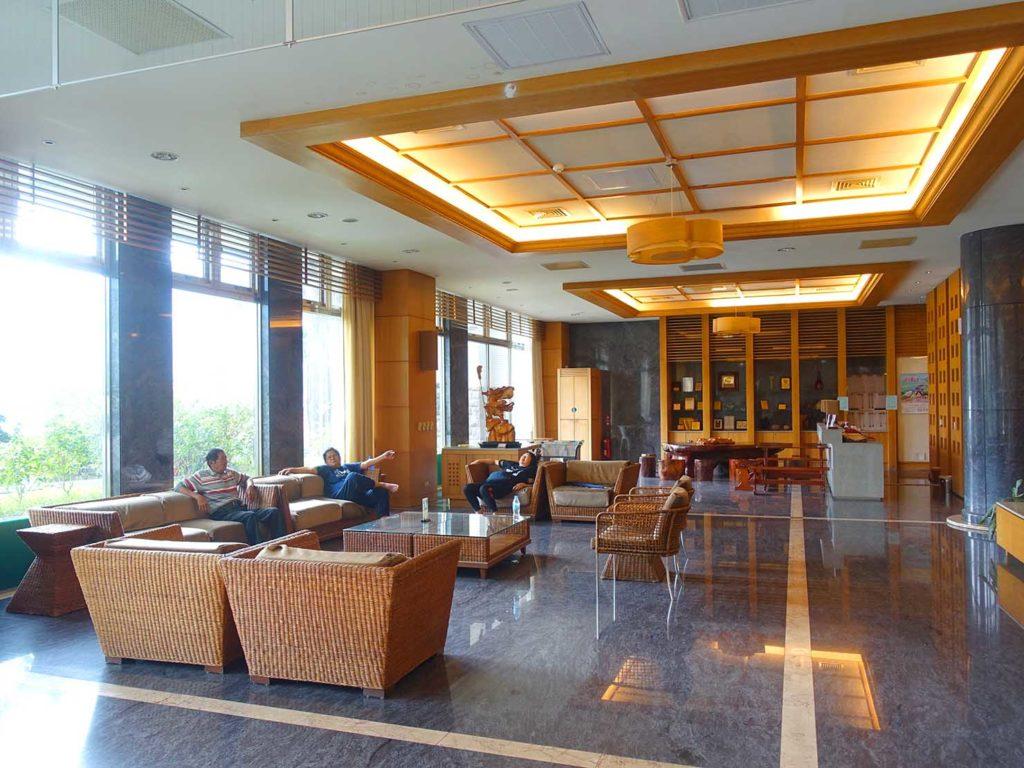 台南・關子嶺温泉のホテル「關子嶺統茂溫泉會館」ロビーの待合スペース