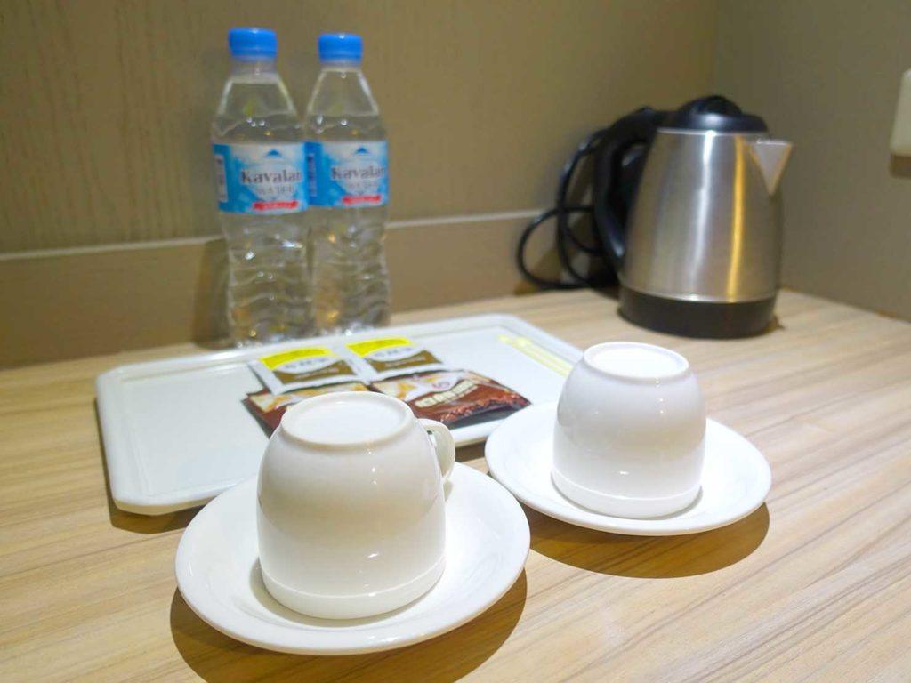 台南・關子嶺温泉のホテル「關子嶺統茂溫泉會館」ダブルルームに準備されたミネラルウォーター