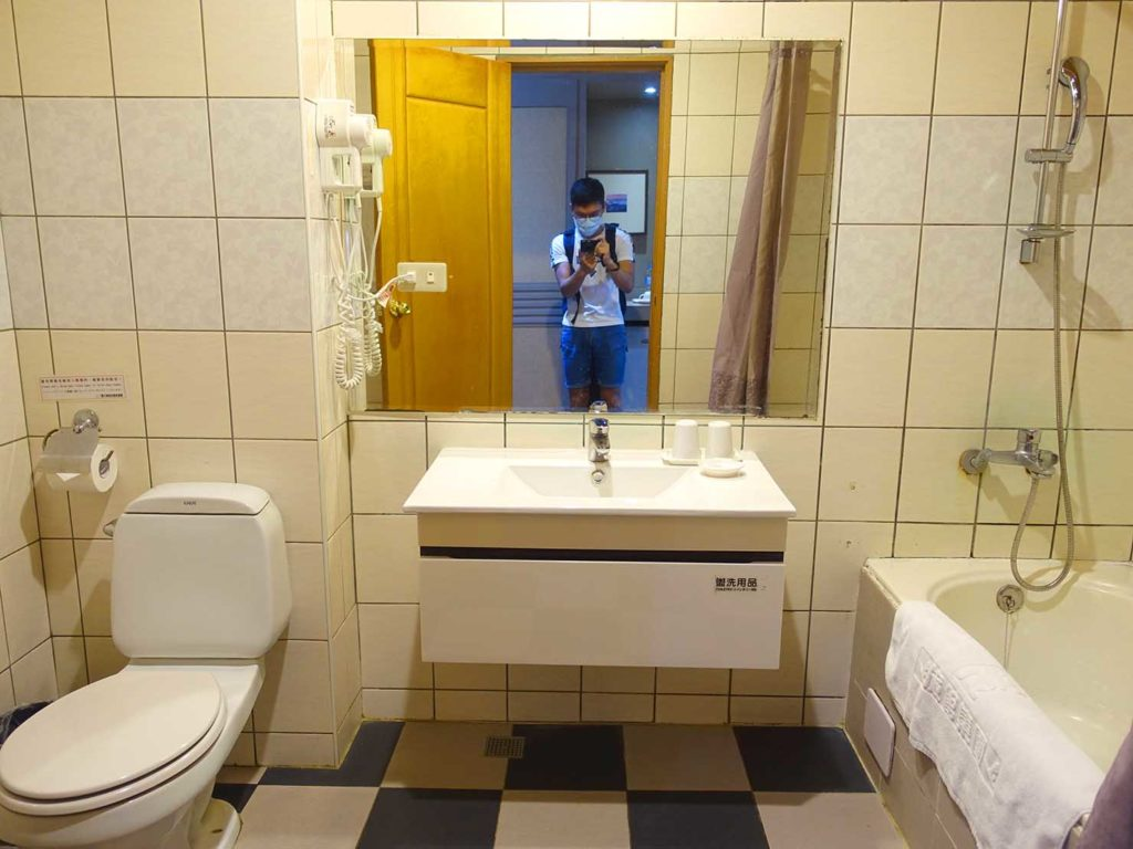 台南・關子嶺温泉のホテル「關子嶺統茂溫泉會館」ダブルルームのバスルーム