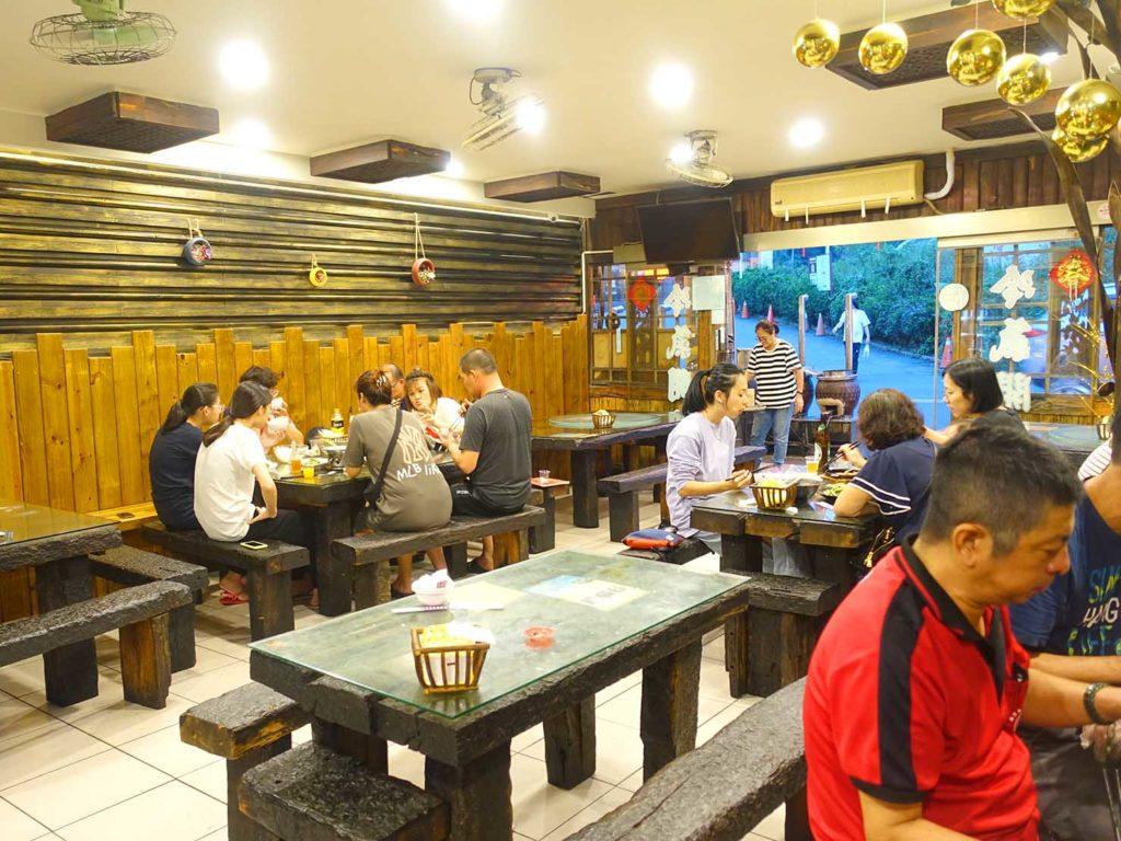 台南・關子嶺温泉の甕仔雞レストラン