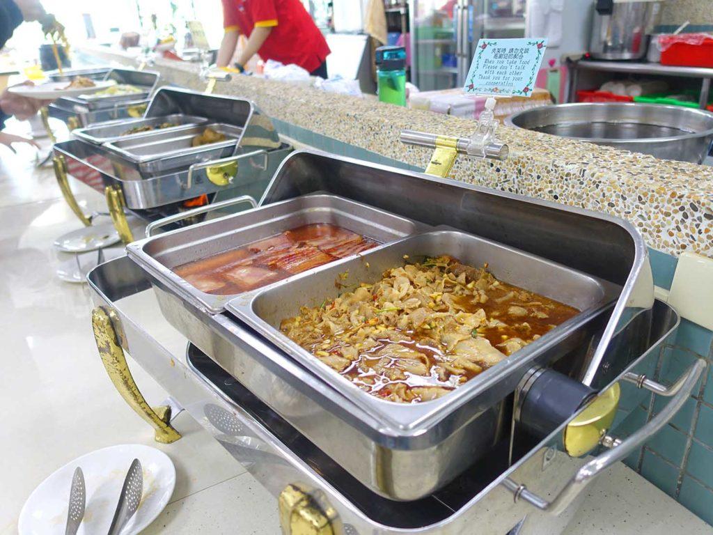 台南・關子嶺温泉のホテル「關子嶺統茂溫泉會館」の朝食ビュッフェ(おかず)