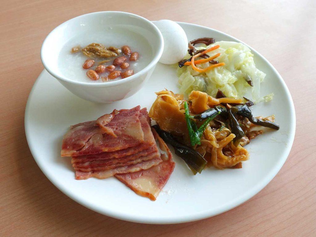 台南・關子嶺温泉のホテル「關子嶺統茂溫泉會館」の朝食ビュッフェでいただいたごはん