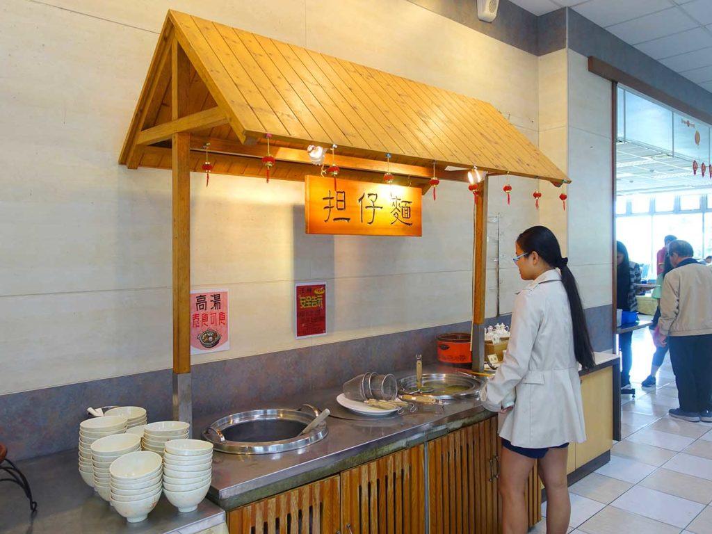 台南・關子嶺温泉のホテル「關子嶺統茂溫泉會館」の朝食ビュッフェ(擔仔麵)