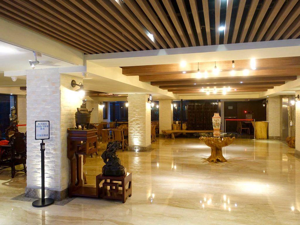 嘉義・文化路夜市すぐのおすすめホテル「蘭桂坊花園酒店」のエントランスホール