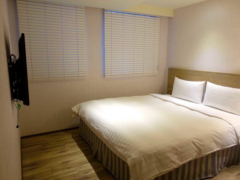 嘉義・文化路夜市すぐのおすすめホテル「蘭桂坊花園酒店」スーペリアダブルを廊下から