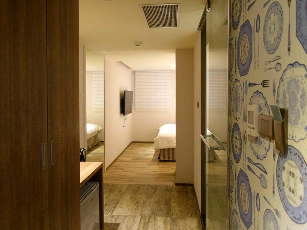 嘉義・文化路夜市すぐのおすすめホテル「蘭桂坊花園酒店」スーペリアダブルの廊下