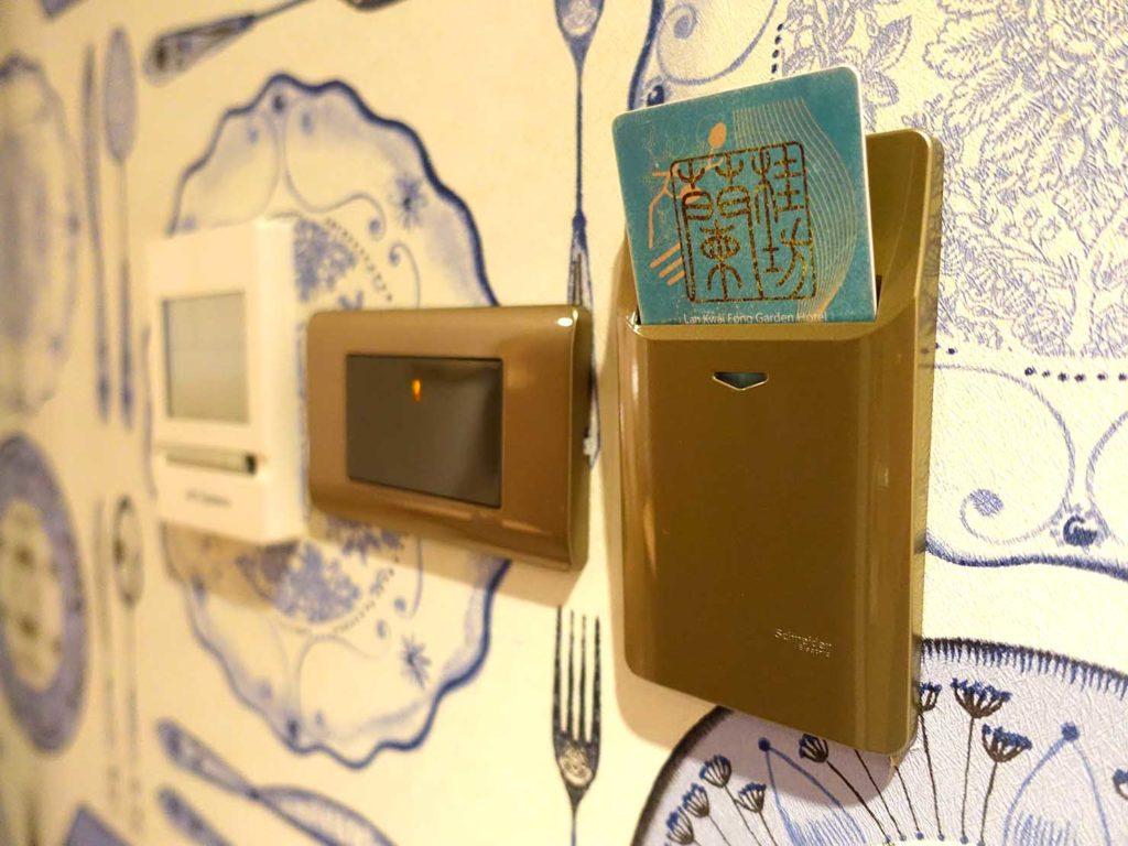 嘉義・文化路夜市すぐのおすすめホテル「蘭桂坊花園酒店」スーペリアダブルのカードキー入れ