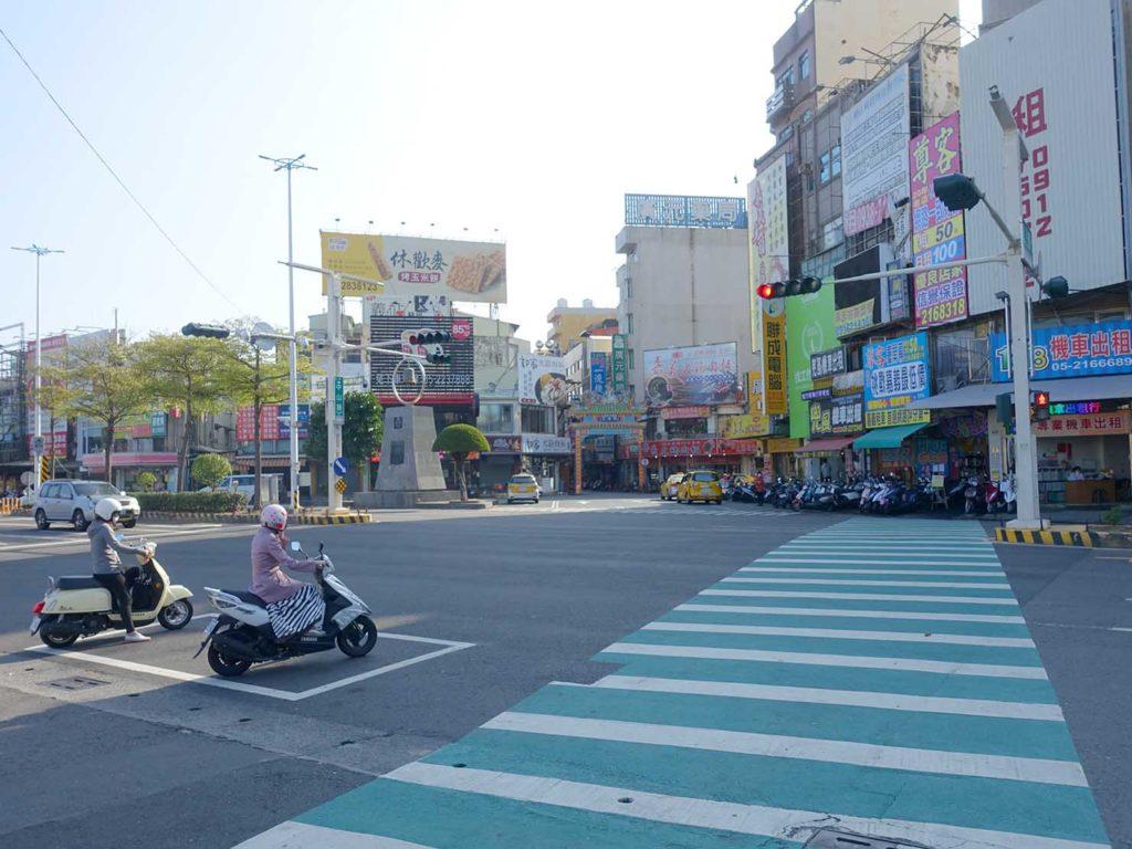 台鐵(台湾鉄道)嘉義駅前の横断歩道
