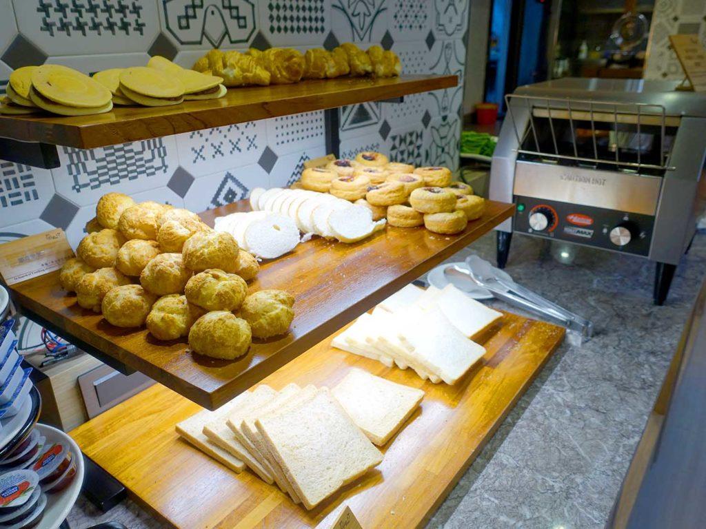 嘉義・文化路夜市すぐのおすすめホテル「蘭桂坊花園酒店」朝食ビュッフェのパン
