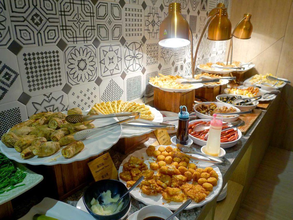 嘉義・文化路夜市すぐのおすすめホテル「蘭桂坊花園酒店」朝食ビュッフェのおかず